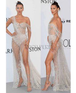 Bella Hadid cũng góp mặt trong danh sách những mỹ nhân mặc bạo nhất năm 2017 với bộ đầm xẻ cao, xuyên thấu, mặc như không trên thảm đỏ Cannes 2017.