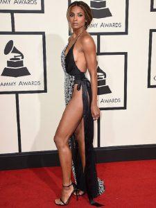 Ciara gây sốc ở lễ trao giải Grammys năm 2016 với kiểu mốt không nội y.