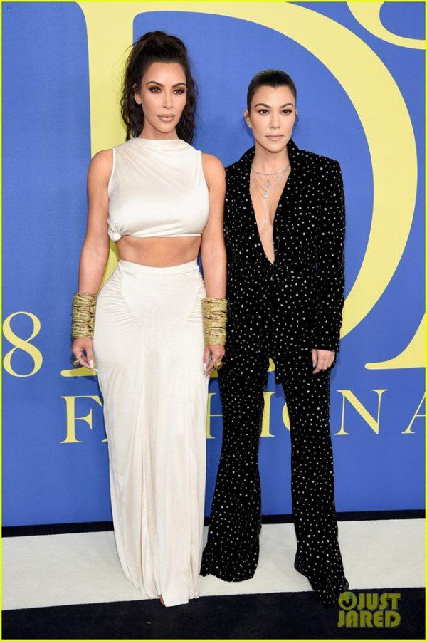 thời trang thu hút của chị em Kim Kardashian