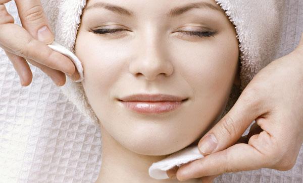 làm sạch da trước khi đắp mặt nạ