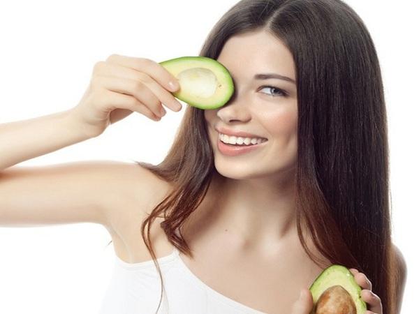 Cách dưỡng ẩm da mặt với quả bơ