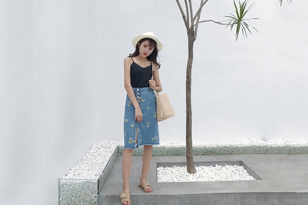 Gợi ý chân váy jean kết hợp với áo gì cá tính nhất?