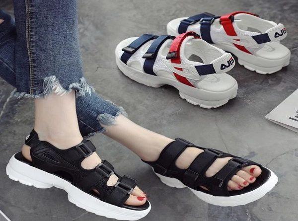 Điểm danh các kiểu giày sandal nữ trong mùa hè
