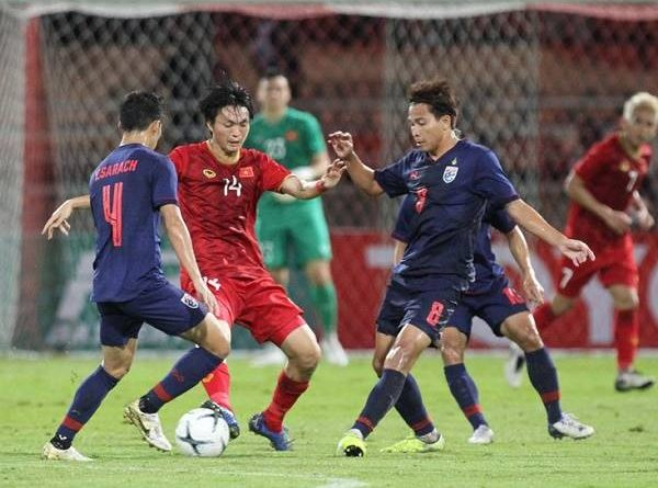 Báo Thái Lan khuyên đội nhà chơi phòng ngự trước Việt Nam