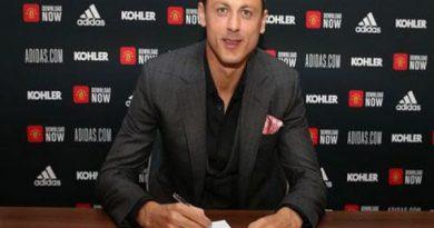 Tin bóng đá trưa 7/7: Matic chính thức gia hạn hợp đồng với M.U