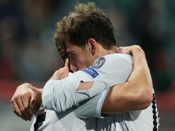 Bóng đá QT trưa 28/10: Tiền vệ Bayern rách áo sau khi ghi bàn