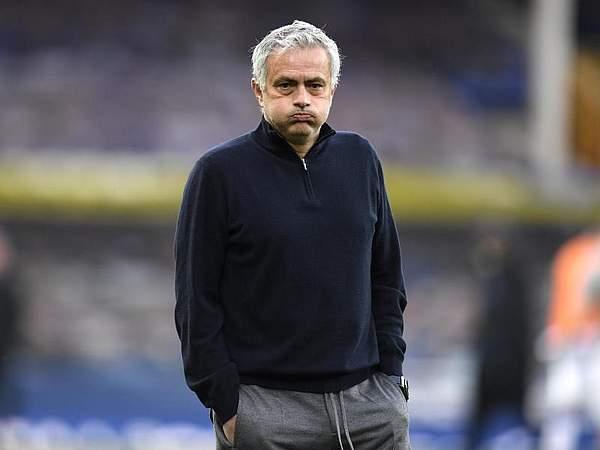 Tin bóng đá tối 22/4: Mourinho bị sa thải, trò cưng khuyên thật lòng