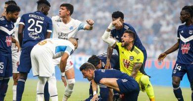 Bóng đá quốc tế sáng 16/8: Cầu thủ Ligue 1 đột quỵ trên sân